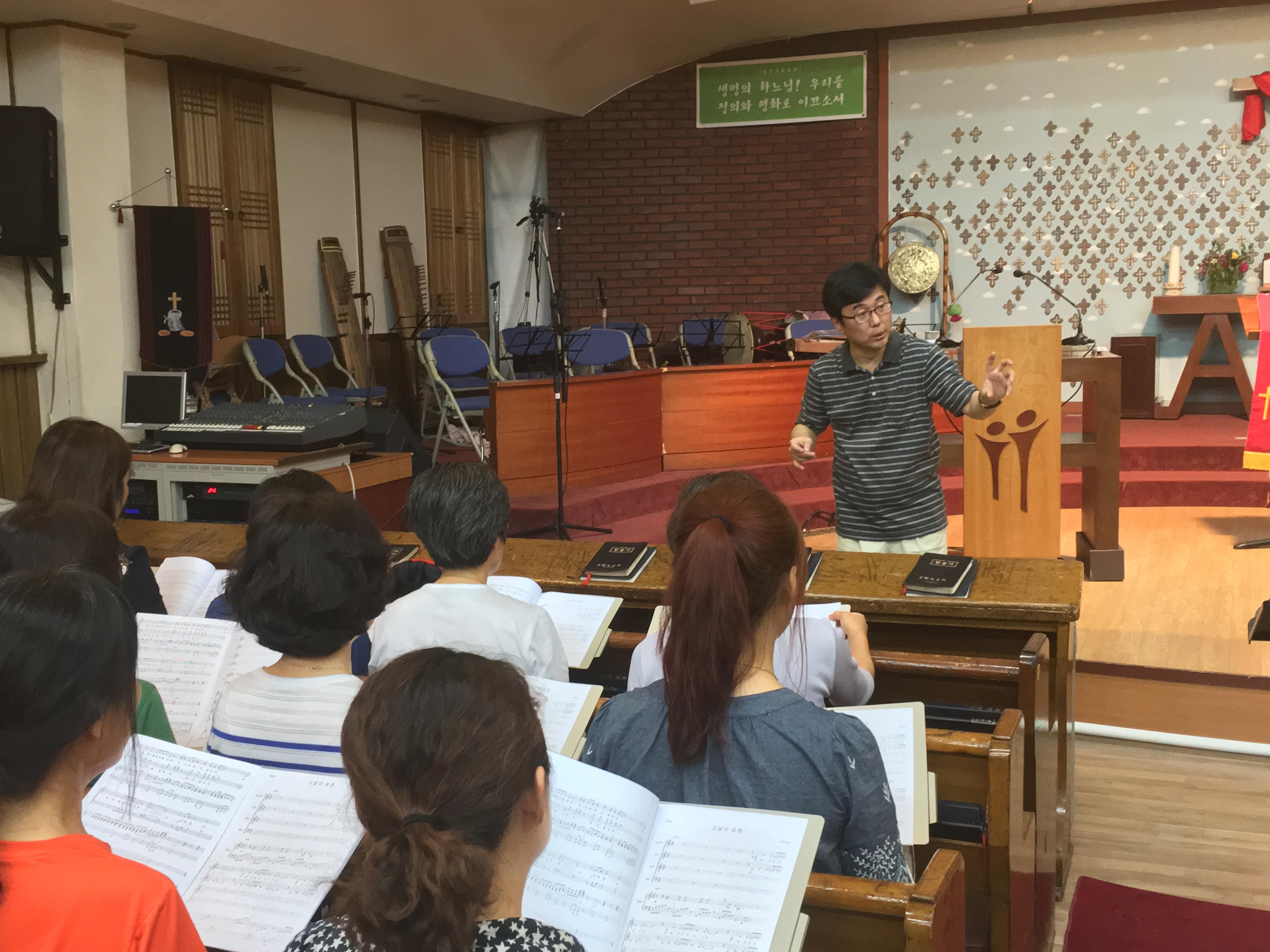 그림 2-528 합창단 연습 장면. 향린교회에서.JPG